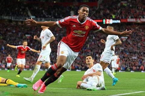 Rooney dính chấn thương: Cơ hội đến quá sớm với Martial?