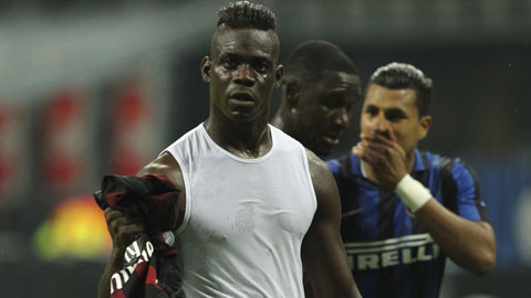 Balotelli đã chơi tuyệt hay trong 30 phút cuối vào sân từ ghế dự bị ở trận derby Milan
