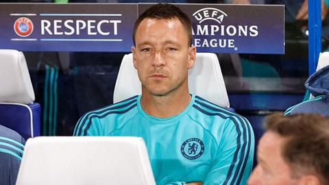 Gương mặt không hài lòng của Terry khi phải ngồi dự bị