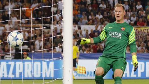 Thủ môn Ter Stegen sững sờ vì bàn thua của đội nhà
