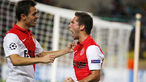 Moutinho (phải) cùng đồng đội sẽ có chiến thắng đầu tiên tại sân nhà mùa này