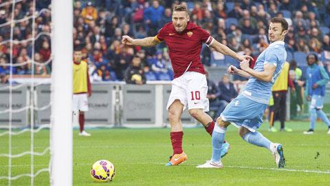 """Không dễ để Totti (10) và đồng đội thắng được """"ngựa ô"""" Sassuolo"""