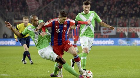 Wolfsburg không còn đủ mạnh để có thể cản được Bayern (giữa) ở thời điểm này
