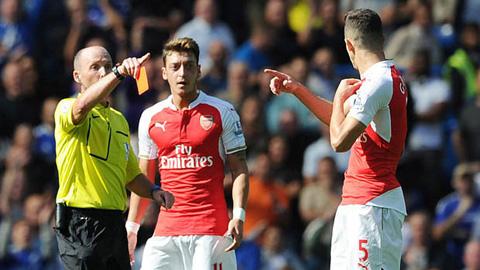 Gabriel nhận thẻ đỏ trực tiếp đuổi khỏi sân