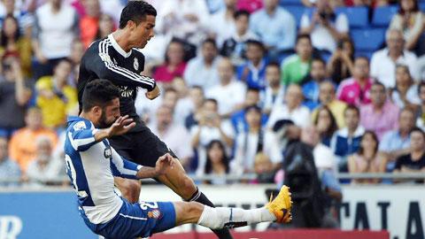 Nếu ghi thêm 2 bàn, Ronaldo (áo sẫm) sẽ trở thành chân sút vĩ đại nhất lịch sử Real
