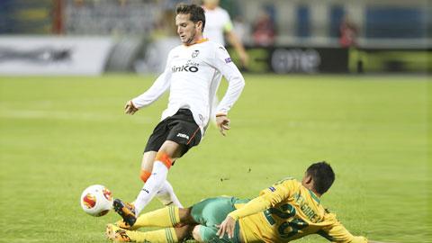 Điểm tựa sân nhà sẽ giúp Valencia (áo sáng) giành chiến thắng