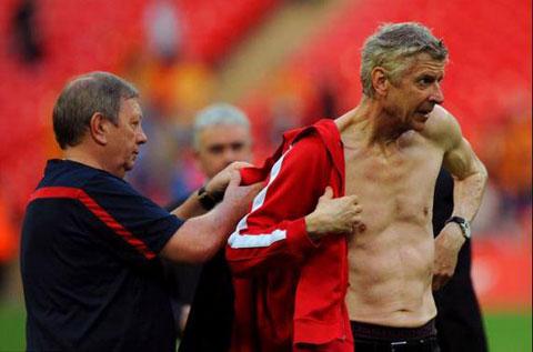 HLV Wenger sẵn sàng cho Costa ăn