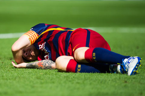 Messi mới dính chấn thương đầu gối khá nặng