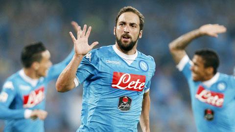 Higuain vừa tỏa sáng với 1 bàn và 1 kiến tạo để giúp Napoli hạ Juventus 2-1