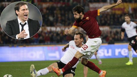 Chấn thương của Dzeko và Totti khiến HLV Garcia thêm nhớ Destro (áo sẫm)
