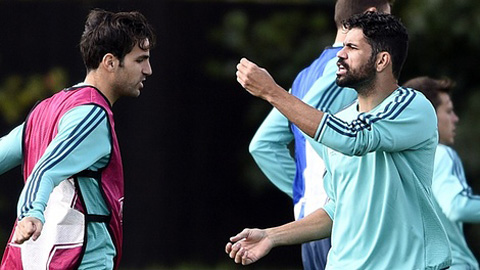 Diego Costa (phải) trong buổi tập trước trận gặp Porto