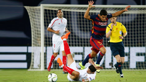Suarez và đồng đội đủ sức khuất phục một Sevilla đang gặp vô vàn khó khăn