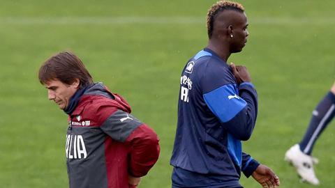HLV Antonio Conte không thích mẫu tiền đạo ưa nổi loạn như Balotelli