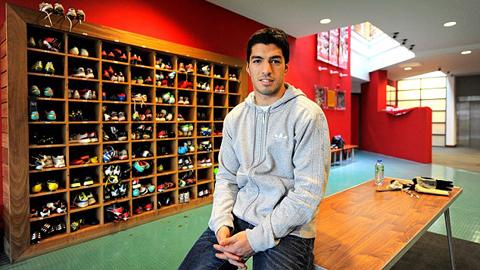 Luis Suarez đã phải trải qua một tuổi thơ khốn khó trước khi có vinh quang như hôm nay