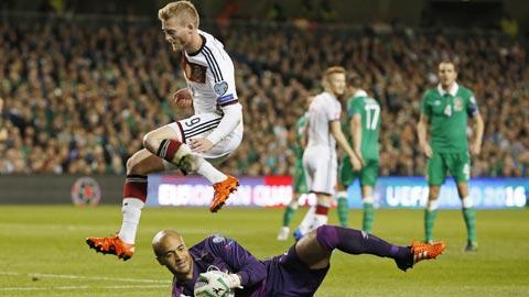 Đức (áo sáng) đã tấn công ồ ạt, tạo ra vô số cơ hội nhưng vẫn không vượt qua được CH Ireland