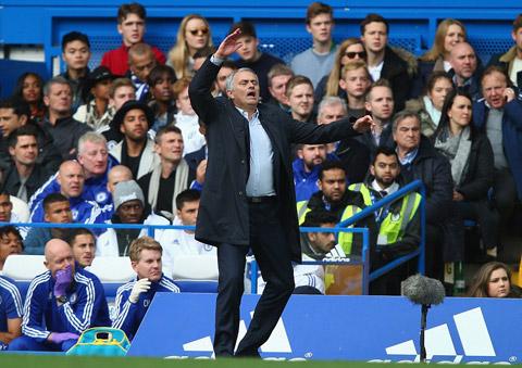 HLV Mourinho luôn cảm thấy cô đơn