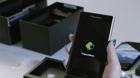 Đập hộp BlackBerry Priv trước khi mở bán