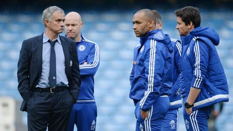 Ghế HLV ở Chelsea: Mourinho đang tìm mọi cách hoãn binh