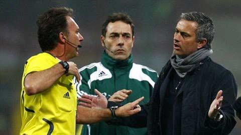 Đã đến lúc Mourinho chấm dứt những trò lố