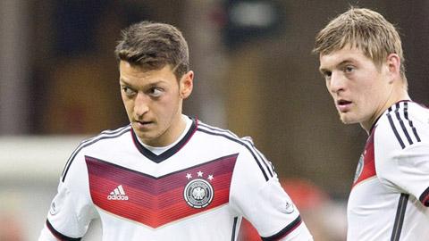 Oezil và Kroos bị loại khỏi ĐT Đức đá giao hữu với Pháp và Hà Lan