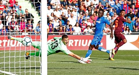 Paulinho ấn định thắng lợi