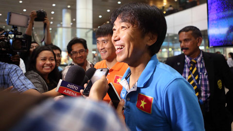HLV Toshiya Miura trả lời phỏng vấn truyền thông Malaysia