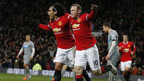 Rooney  tỏa sáng với cú đúp bàn thắng