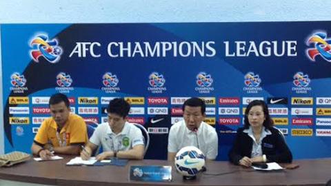 HLV Choi Kang Hee của Jeonbuk Huyndai phát biểu trong cuộc họp báo