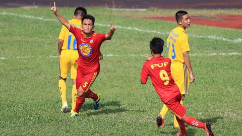 Niềm vui của Hữu Kiên (5) và đồng đội khi ghi bàn mở tỷ số cho U17 PVF - Ảnh: Đức Cường